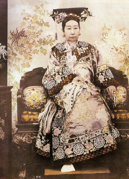 Empress_Dowager_Cixi_(c._1890)450