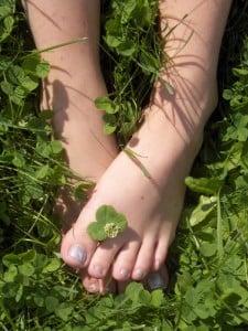 fötter, gräs, sommar